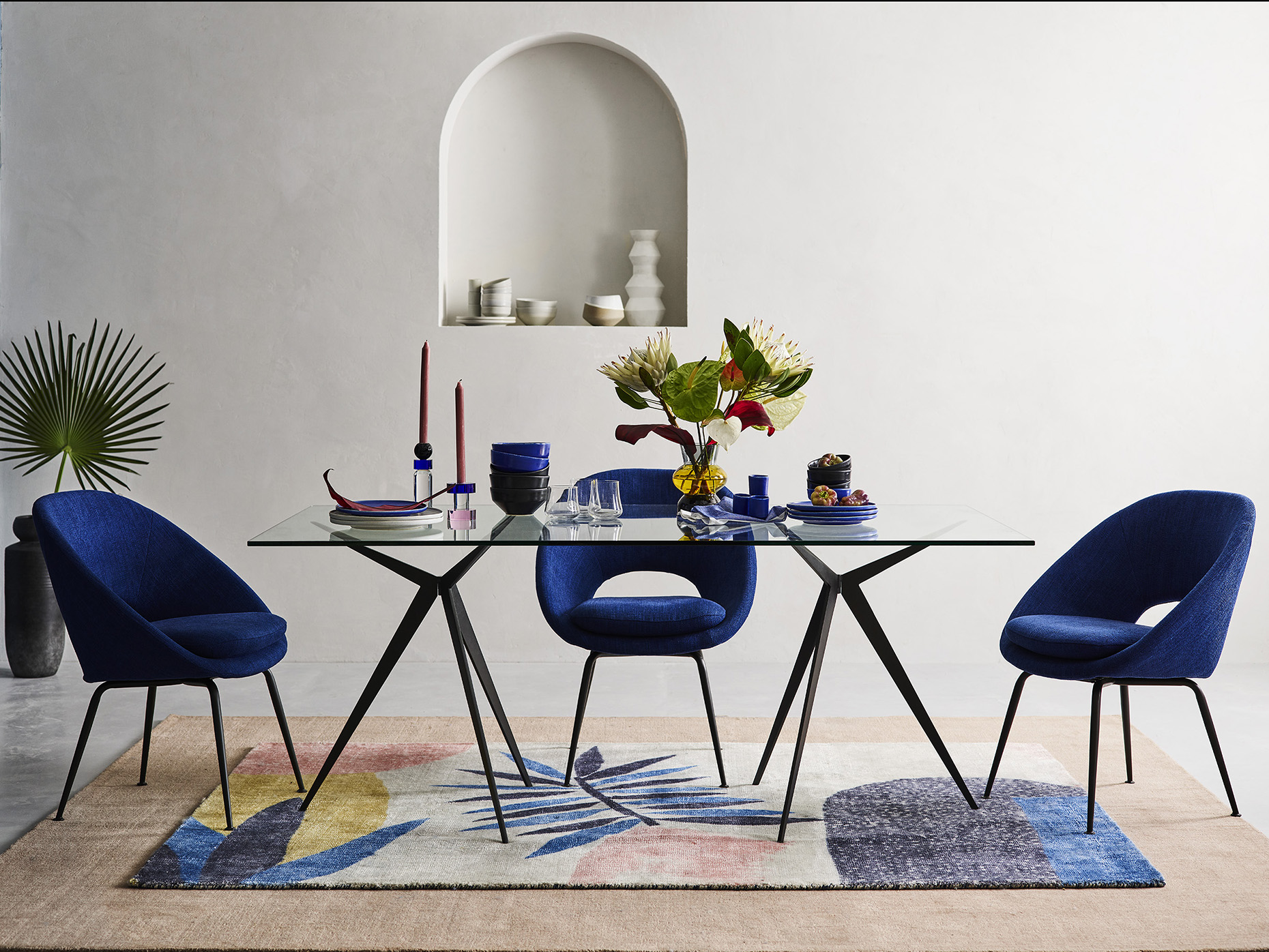 d4-homepage-statement-dining-table-sp19_7734